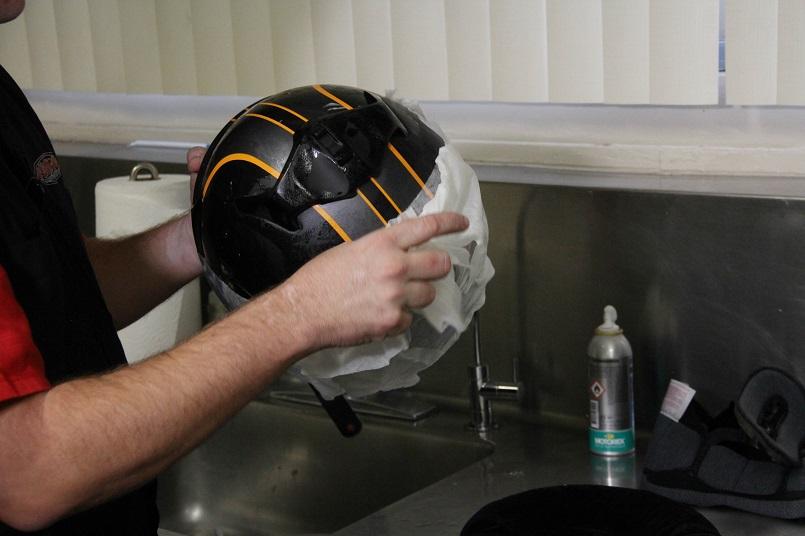 bmx-Helmet-cleaning
