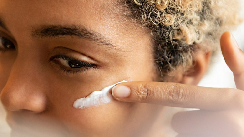applying_face_cream-