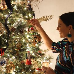 A Guide to Decorating Your Christmas Tree Like a Pro